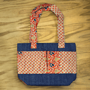 Casual small bag with 3 pockets in recycled saris and upcycled denim.