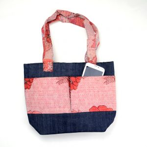 Lunch bag with 3 pockets in recycled saris and upcycled denim.