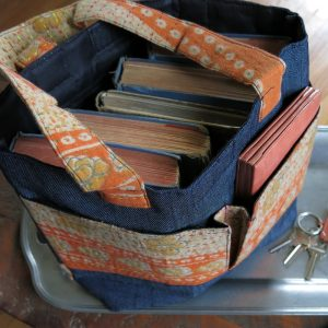 Small handbag with 3 pockets in recycled saris and upcycled denim.